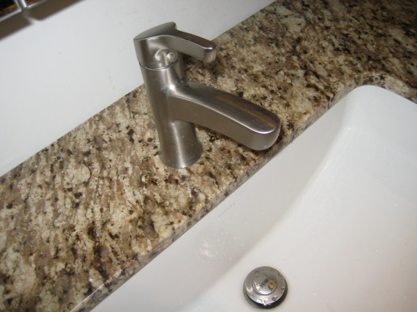 Plumbers-Toronto-Leaky-Faucet