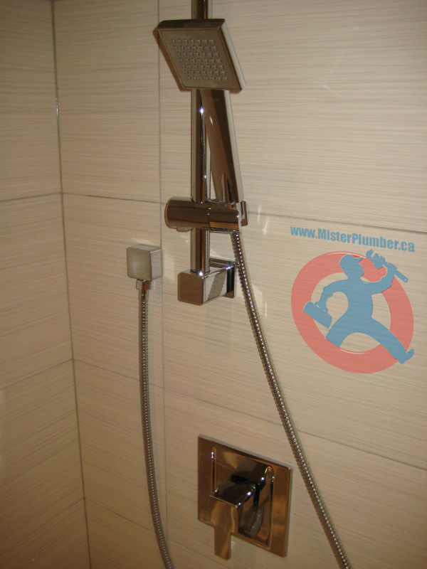 Shower-faucet-with-handheld