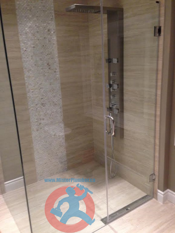 Shower-tower-with-barrier-free-drain