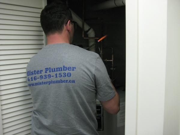 Toronto plumber soldering copper pipe