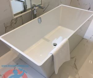 5 Rectangular free stand bathtub sm