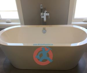 Bathtub in master washroom s