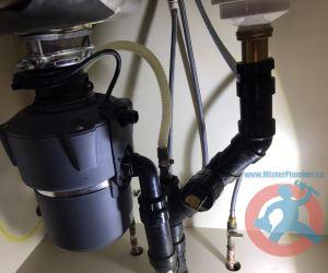 Drain pipes arrangement under kitchen sink s