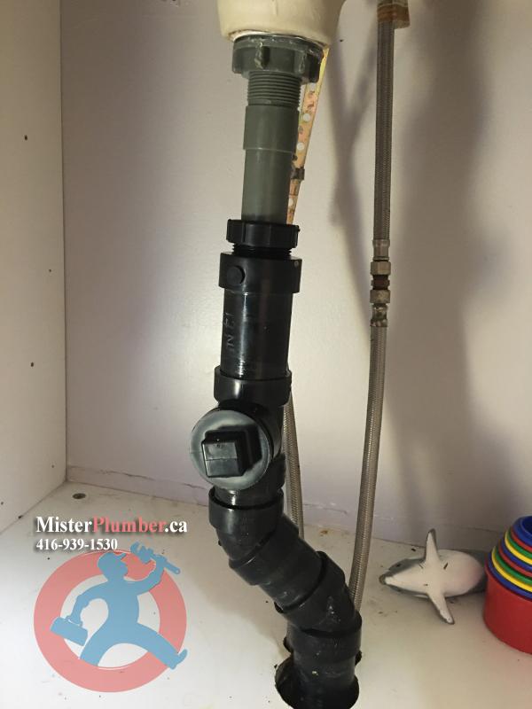 Drain pipe for washroom sink